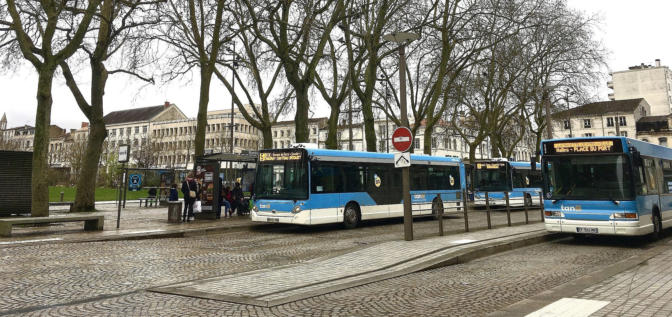Marche pour le climat : une enquête sur la gratuité des bus à Niort